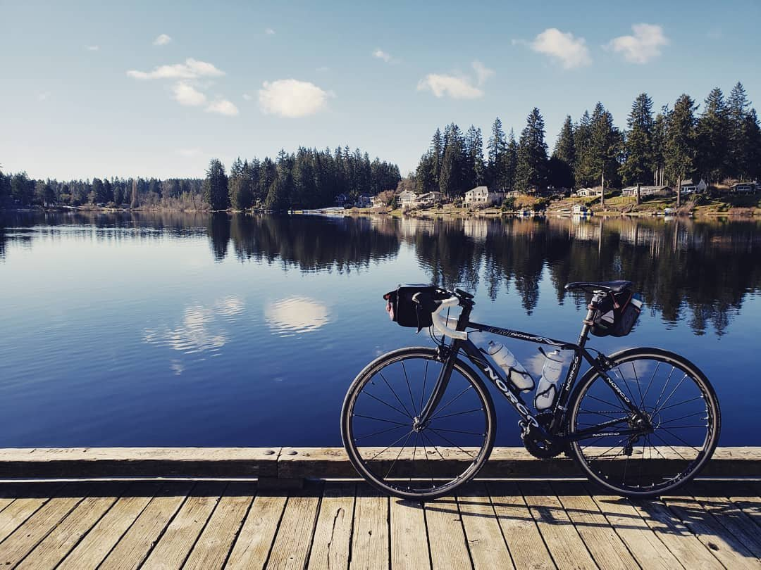 bothell-play-cottage-lake-park-road-bike-on-pier-dock