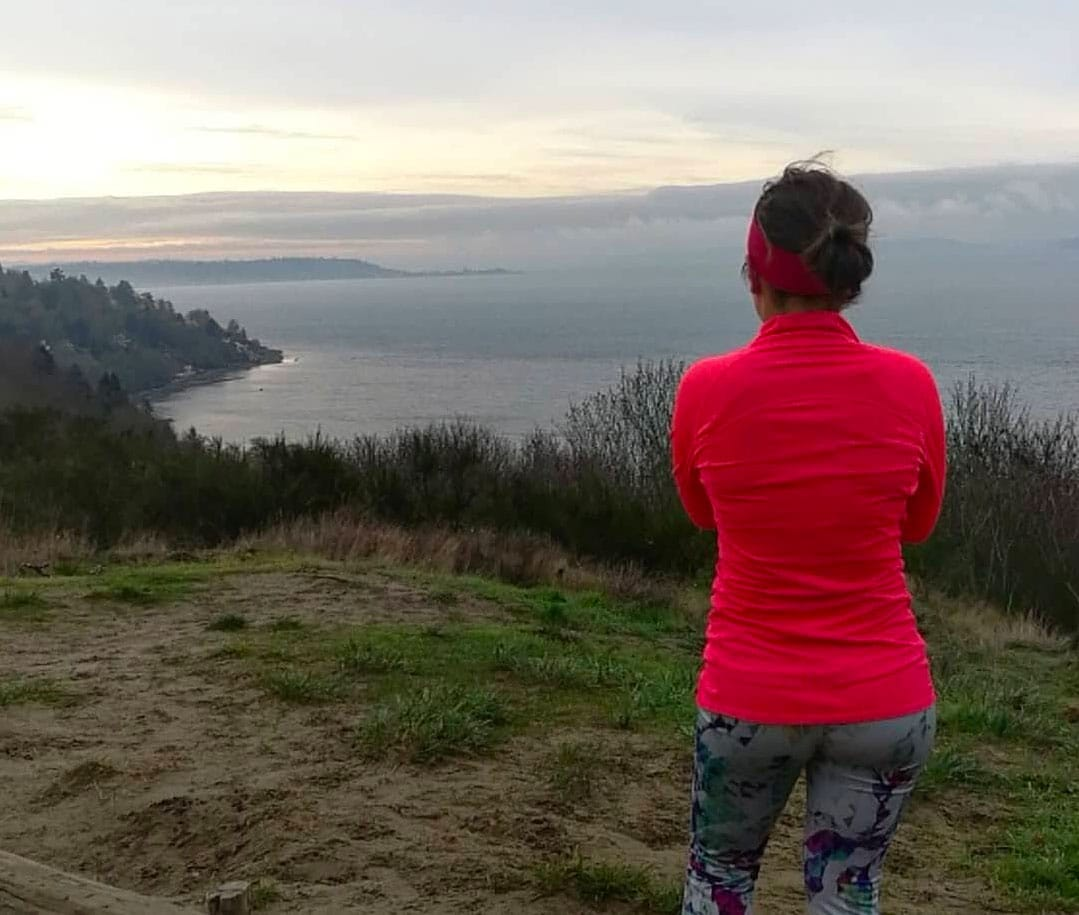 bothell-play-discovery-park-bluff-runner-overlooking-puget-sound