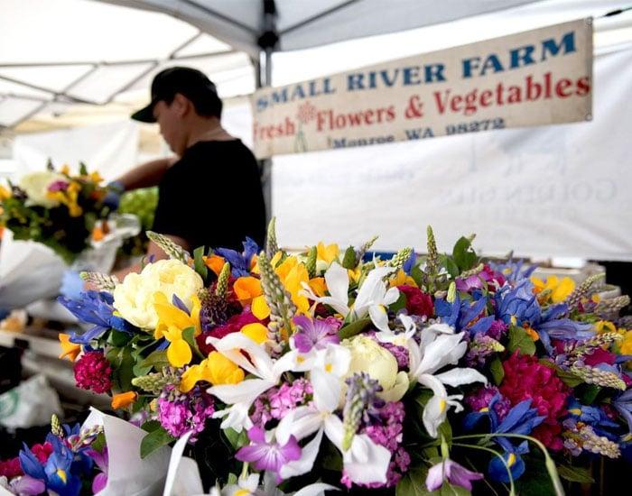 small-river-farm-farmers-market-begin-at-bothell.jpg
